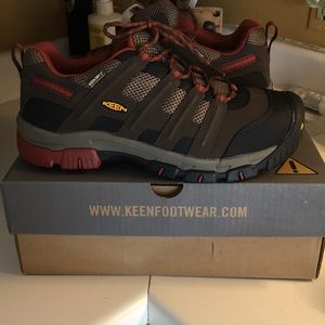 KEEN Mens utility shoes
